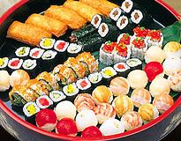 手まり鮨と巻物盛り込み